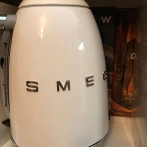 Smeg Variable Temperature Kettle 3D Logo, White